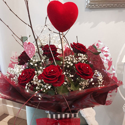 valentine roses  red roses. classic valentine flower bouquets, Beautiful flower