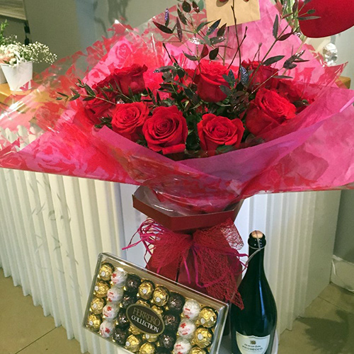12 Red Roses & Bubbles